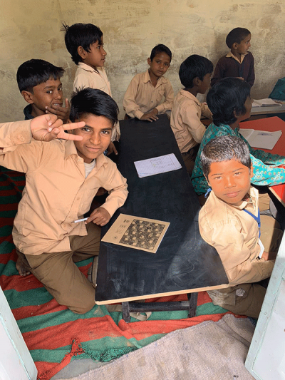 Bambini-indiani-a-scuola-01