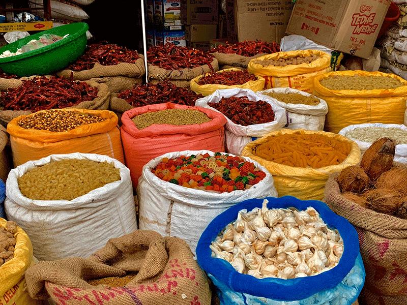 I-banchetti-del-mercato-in-India-03