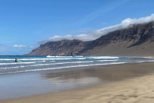 Risco-e-la-spiaggia-di-Famara-Lanzarote-01