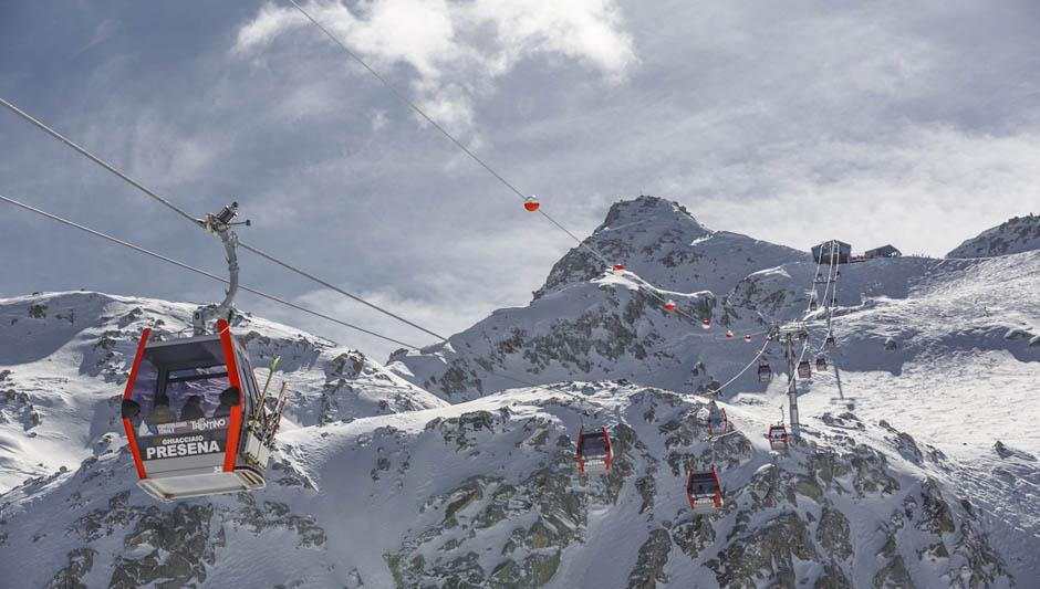 bambini-sulla-neve-dell'alpe-cimbra-è-tempo-di sciare
