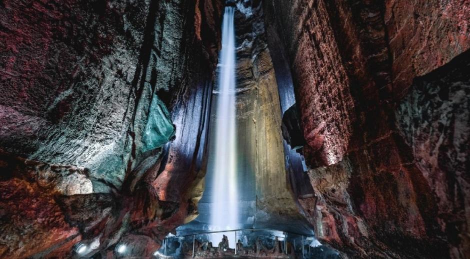 Ecco la spettacolare cascata di Ruby Falls oggi, a 100 anni dalla sua apertura